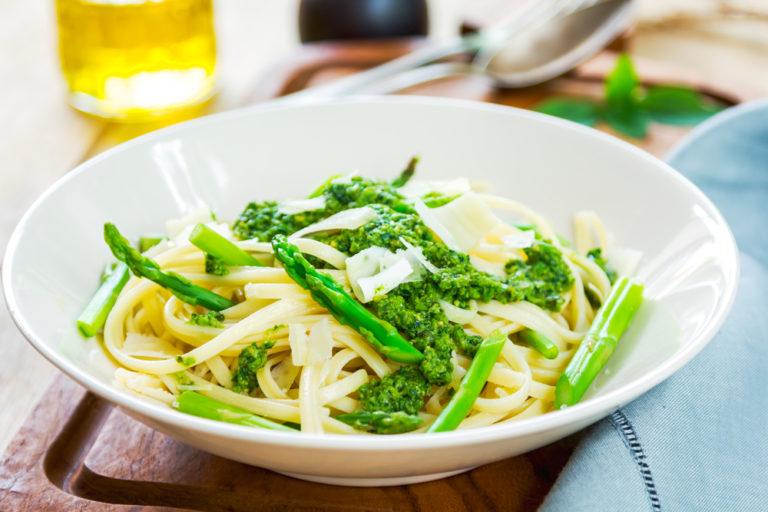 spaghetti con pesto di asparagi light ferrara magrella
